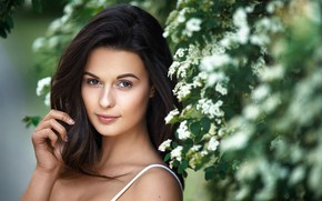 Картинка girl, brown eyes, photo, photographer, flowers, model, bokeh, lips, face, brunette, portrait, mouth, close up, …