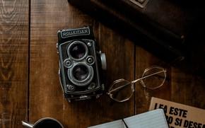 Картинка ретро, очки, фотоаппарат, блокнот, книга