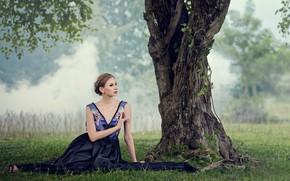 Картинка трава, взгляд, девушка, поза, дерево, платье, Chakrit Chanpen