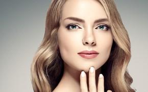 Обои взгляд, девушка, рука, портрет, макияж, кольцо, прическа, блондинка, голубые глаза, woman, beautiful, локоны, hair, blonde, ...