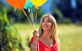 Картинка девушка, шарики, лицо, улыбка, модель
