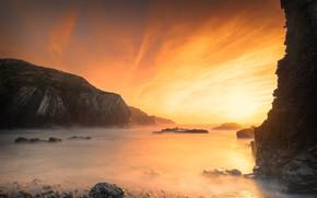 Картинка море, небо, солнце, облака, свет, оранжевый, туман, галька, скалы, рассвет, берег, утро, дымка