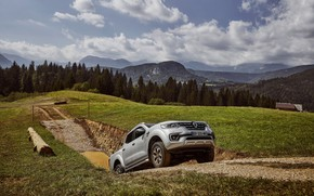 Картинка трава, холм, Renault, пикап, 4x4, канава, 2017, Alaskan, серо-серебристый