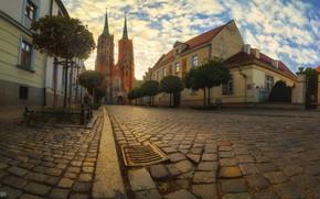 Картинка город, улица, дома, Польша, церковь, мостовая, Вроцлав