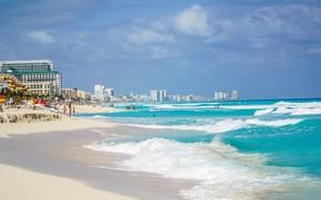 Картинка песок, море, волны, пляж, лето, небо, облака, синева, люди, отдых, голубое, берег, побережье, здания, отпуск, …