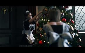 Картинка окно, особняк, ёлочные игрушки, фартук, горничные, наряжает елку, by Janedj