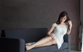 Картинка девушка, диван, платье, ножки, азиатка, милашка