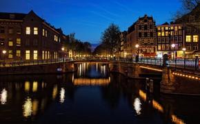 Картинка ночь, мост, огни, река, дома, Амстердам, фонари, канал, Нидерланды