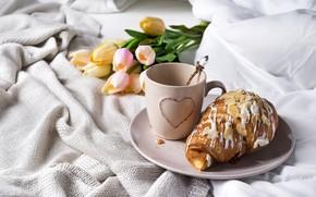 Картинка кофе, чашка, постель, тюльпаны, romantic, tulips, coffee cup, круассаны, croissant, breakfast