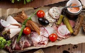 Картинка мясо, помидор, соус, маслины, ассорти