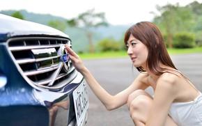 Картинка авто, Девушки, Volvo, азиатка, красивая девушка, позирует над машиной