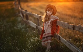 Картинка поле, закат, природа, забор, вечер, шляпа, ограждение, девочка, травы, ребёнок, Марина Еленчук