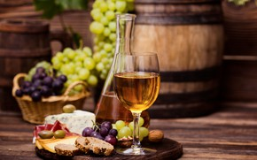 Картинка вино, сыр, хлеб, виноград, wood, нарезка, графин, разделочная доска