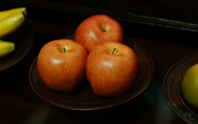 Картинка темный фон, стол, яблоки, еда, тарелка, бананы, красные, три, фрукты, натюрморт, оранжевые, блюдце, наливные, три …