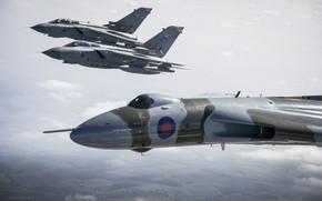 Картинка полет, самолёты, Panavia, RAF, Tornado, Avro, Vulcan