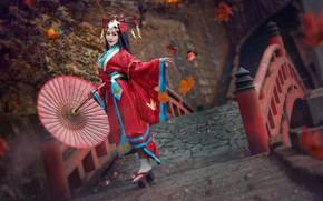 Обои осень, взгляд, девушка, красный, лицо, стиль, фон, танец, зонт, макияж, прическа, костюм, наряд, образ, кимоно, ...