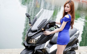 Картинка взгляд, Девушки, азиатка, красивая девушка, скутер, SYM CRUiSYM 300i, позирует над скутером