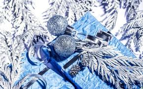Картинка зима, шарики, ветки, праздник, коробка, подарок, шары, серебро, блеск, голубые, Рождество, Новый год, хвоя, серпантин, …