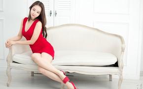 Картинка взгляд, улыбка, азиатка, светлый фон, smile, look, asian, милая девушка, cute girl, короткое платье, short …