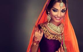 Картинка взгляд, девушка, украшения, улыбка, стиль, макияж, Beautiful, woman, Indian, сари, София Журавец