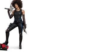 Обои костюм, фантастика, Domino, белый фон, Зази Битц, Райан Рейнольдс, Ryan Reynolds, Zazie Beetz, оружие, Deadpool, ...
