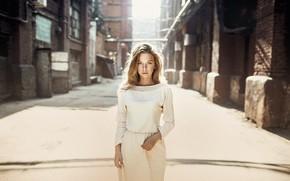 Картинка платье, веснушки, фильтр, фотофильтр, Николай Тихомиров, девушка по городу шагает