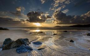 Картинка песок, море, пляж, небо, солнце, облака, свет, пейзаж, закат, тучи, природа, камни, рассвет, холмы, берег, …