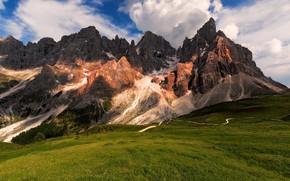 Картинка дорога, лес, лето, небо, облака, свет, пейзаж, горы, синева, скалы, вершины, горный, рельеф, хребет, предгорье, ...