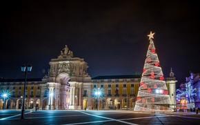 Картинка небо, ночь, здание, елка, площадь, фонари, Новый год, гирлянда, Лиссабон