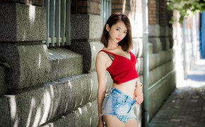 Картинка girl, cleavage, Asian, shorts, legs, breast, photo, model, street, bokeh, lips, brunette, belly, urban, chest, …