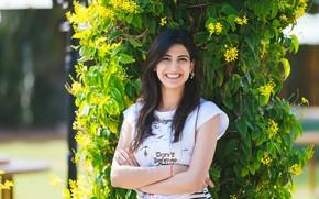 Картинка girl, smile, beautiful, model, pretty, beauty, brunette, pose, cute, indian
