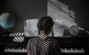 Картинка клавиши, девочка, косички, пианино