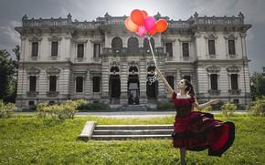 Картинка девушка, дом, шары