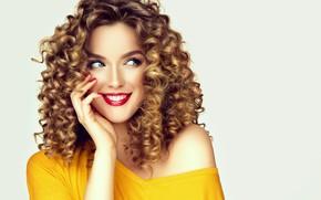 Картинка взгляд, улыбка, портрет, макияж, блондинка, кудряшки, София Журавец