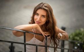 Картинка взгляд, поза, улыбка, портрет, макияж, прическа, перила, шатенка, красотка, боке, Evgeny Smaltsuga