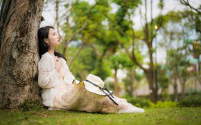 Картинка девушка, азиатка, сидит, боке, у дерева