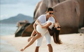 Обои море, пляж, девушка, очки, girl, парень, влюбленные, beach, sea, lovers, glasses, guy