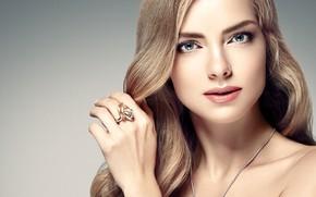 Обои взгляд, девушка, лицо, рука, портрет, макияж, кольцо, прическа, голубые глаза, плечи, жест, woman, локоны, hair, ...