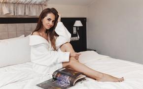 Картинка взгляд, улыбка, кровать, Девушка, журнал, Илья Седушев