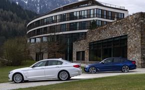 Картинка белый, растительность, BMW, фасад, гибрид, 5er, тёмно-синий, 2017, 5-series, G30, седаны, M550i xDrive, M-performance, 530e …