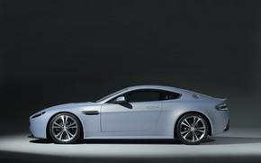 Картинка Aston Martin, Машина, Фон, Фары, Диски, V12, Колёса, Sport Car, Вид Сбоку, VantageRS