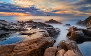 Картинка море, небо, облака, пейзаж, закат, тучи, природа, камни, скалы, берег, побережье, корабль, горизонт, судно, каменистый