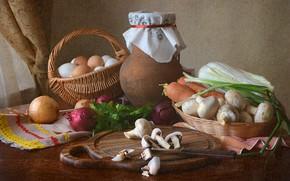 Картинка стол, корзина, грибы, лук, нож, посуда, кувшин, натюрморт, овощи, морковь, капуста