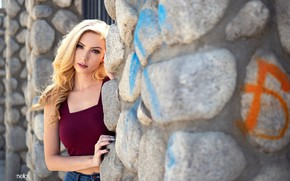 Картинка girl, wall, long hair, photo, photographer, blue eyes, model, lips, jeans, face, stones, blonde, belly, …