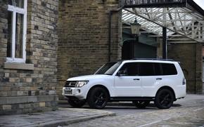 Картинка белый, стены, окно, Mitsubishi, 2012, Black, Pajero, SUV, Shogun, пятидверный, Montero