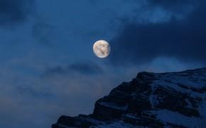 Картинка зима, небо, облака, снег, горы, ночь, природа, скалы, луна, Канада, Канмор, Grotto Mountain