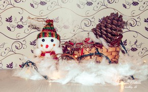 Картинка снег, новый год, снеговик, шишка, санки