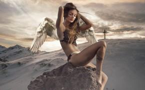 Картинка зима, небо, девушка, облака, снег, горы, природа, поза, волосы, камень, тело, крылья, обработка, крест, ангел, …