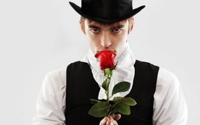 Картинка цветок, взгляд, роза, портрет, шляпа, костюм, белый фон, мужчина, рубашка, парень, жилетка, шатен