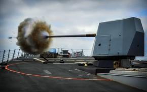 Картинка корабль, вспышка, выстрел, палуба, пушка, гильзы, артиллерия, снаряд, сильно нагретые пороховые газы